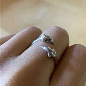 Like new sterling silver dolphin ring cute!!